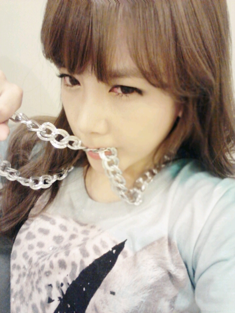 https://mongolianqueens.files.wordpress.com/2012/08/tarasoyeoncuteselca.jpg?w=225