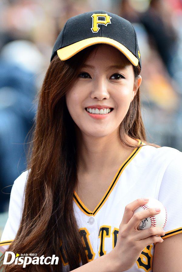 t-ara hyomin baseball pitch (3)