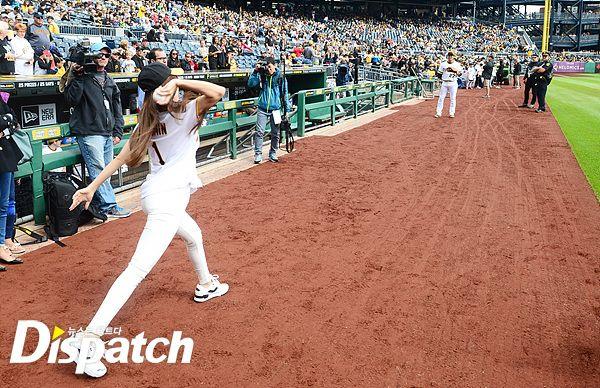 t-ara hyomin baseball pitch (6)