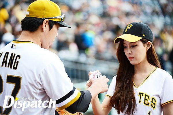 t-ara hyomin baseball pitch (7)