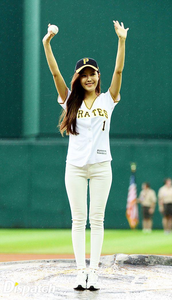 t-ara hyomin baseball pitch (8)