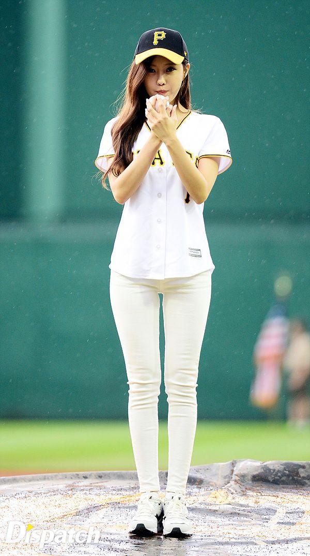 t-ara hyomin baseball pitch (9)