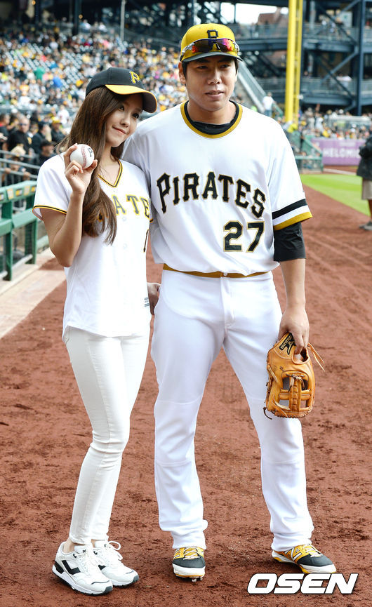 t-ara hyomin opening pitch (2)